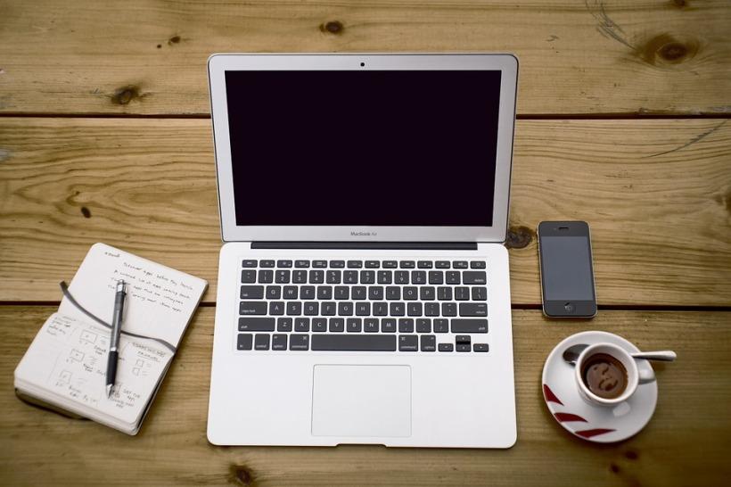 Featured Image Courtesy of Unsplash: https://pixabay.com/en/home-office-workstation-office-336378/